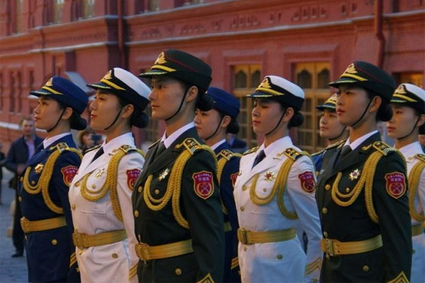 月4日中国人民解放军三军仪仗队女兵在莫斯科红场-惊艳莫斯科 揭秘