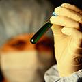 请问是不是由感冒诱发了咳嗽变异性哮喘?应该如何治疗?