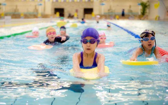 公共游泳池有传染性病的危险吗?