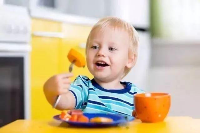 宝宝冬天吃水果要不要加热,你做对了吗?